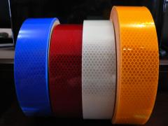 Tape retroreflective for marking of freight