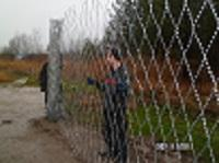 Installation of a fence from a prickly grid the