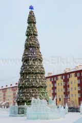 Уличная сегментная ель каркасного типавысотой 23,5 метров для площади