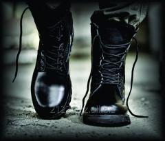 Ботинки кожаные с высокими берцами черного цвета