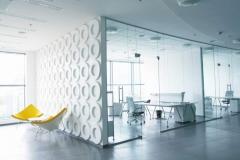 Стеклянная прозрачная офисная дверь
