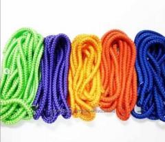 Скакалки для гимнастики разных цветов