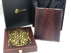 Плакетка в деревянной коробке (металл с печатью