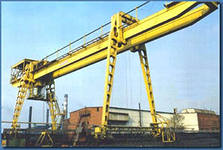 Construction trestle cranes