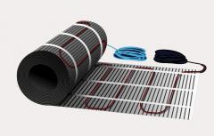 Heat-insulated floor, heating mats