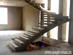 Лестницы металлические, ступени на боковом косоуре