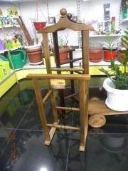 Тремпель, напольная вешалка из дерева
