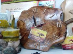 Часы из капа карагача ручной работы