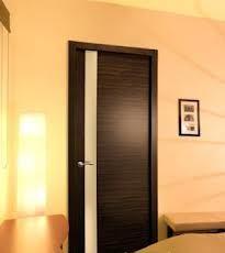 Doors are shponirovanny