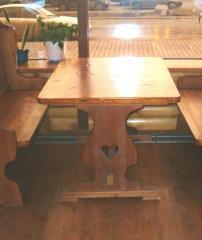 Столы из натурального дерева для кафе, ресторанов,