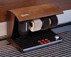 The machine for Elégance Nature shoe-polish