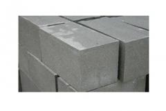 Blocks are peskobetonny corpulen