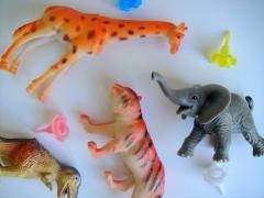 Игрушки пластиковые