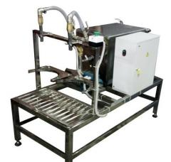 Semiautomatic device of pouring of 19 l of bottles