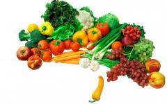 Dried vegetables and fresh seasonal frui