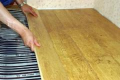 Parquet board for a heat-insulated floor