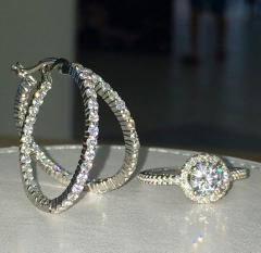 Кольцо с камнями цирконии