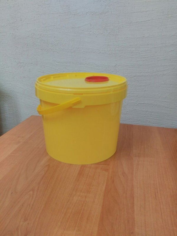 kontejner_plastikovyj_vedro_dlya_bezopasnoj
