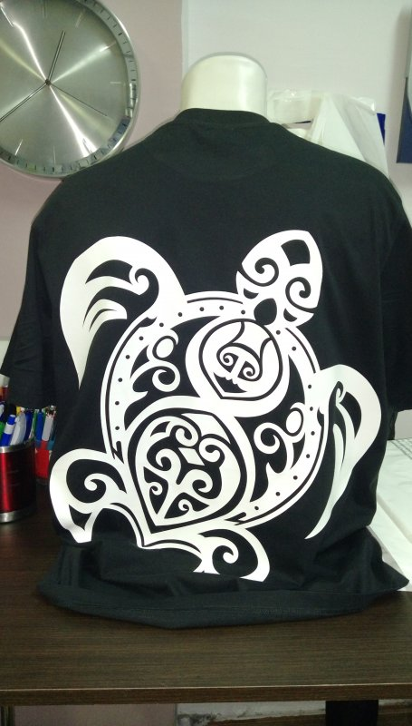 Нанесение логотипа флексом на футболки, бейсболки и текстильные изделия