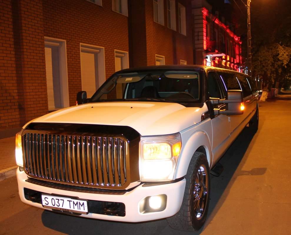 Заказать Прокат самого большого лимузина в городе Mega Ford