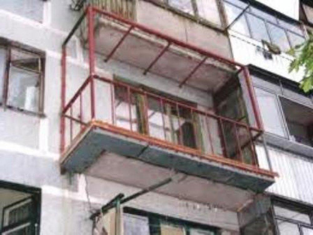 Установка металлических каркасов на балконах в хрущевках..