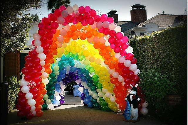 Заказать Оформление шарами, цветами и тканью с подсветкой