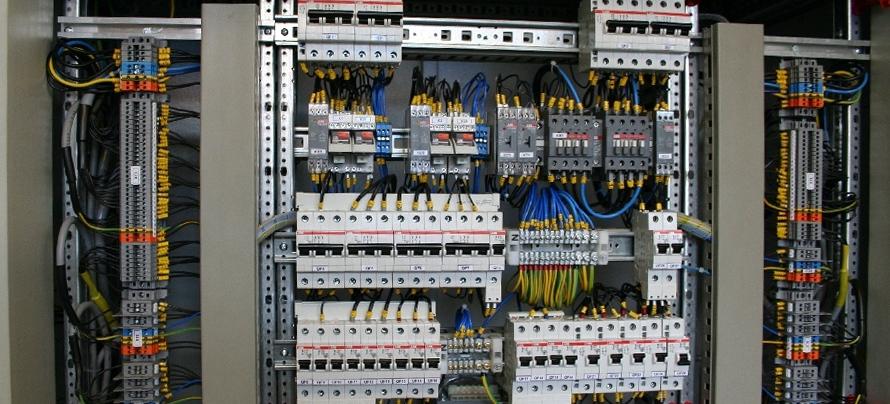 Заказать Разработка и монтаж шкафов управления насосными станциями, станциями водоподготовки, а также других видов шкафов для управления различными процессами и оборудованием.