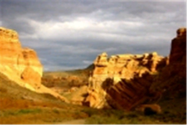 Заказать Приключенческий тур по Казахстану Экскурсия в Чарынский каньон