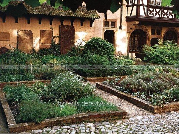 Сад в монастырском стиле
