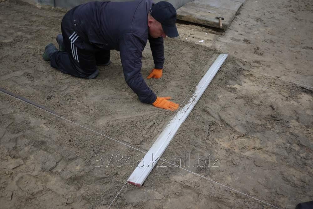 Отсыпка пазуха рампы балластом  с утрамбовкой и окончательным выравниванием щебнем  вручную под заливку пола