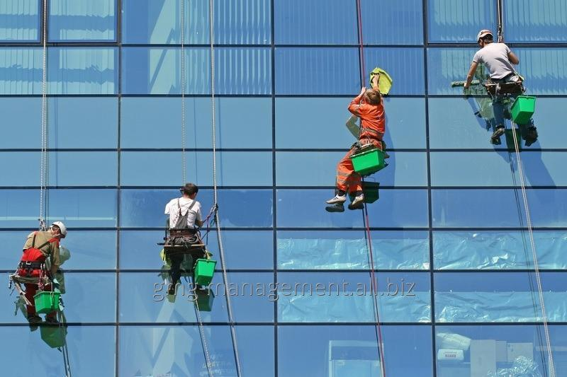 Order Washing of a facade of buildings