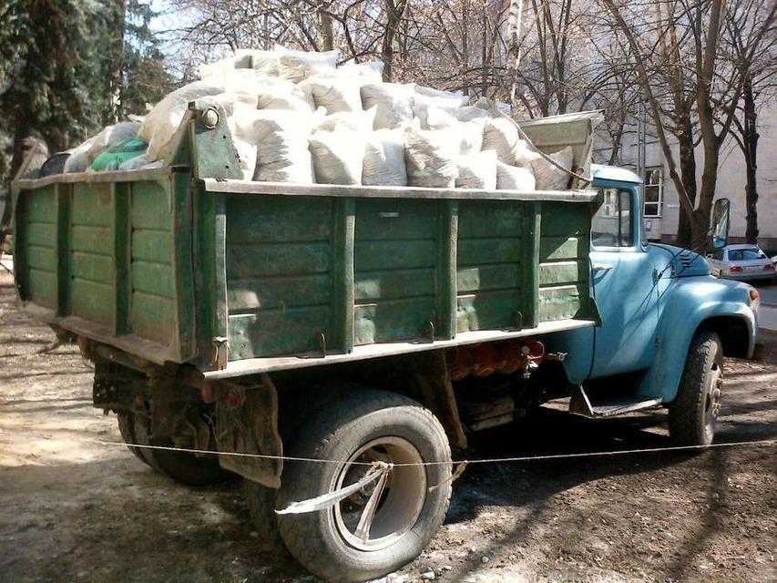 Заказать Доставка сыпучих грузов и вывоз строительного мусора Зил
