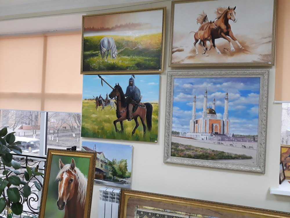 Заказать Услуги по подбору и продаже картин и декоративно- прикладных изделий