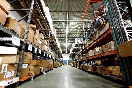 Заказать Склад с оборудованием для погрузки и разгрузки товаров