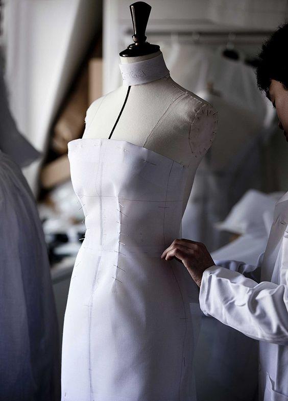 Заказать Индивидуальный пошив одежды.