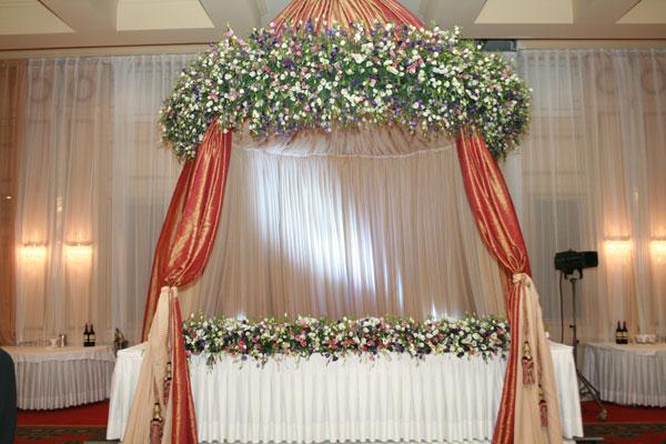 Услуги по свадебному цветочному оформлению