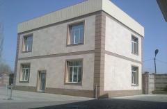 Installation of travertine on a facade