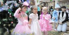Lessons of dances for children in kindergarten of