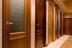 Установка межкомнтных и входных дверей.