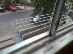 Установка на балконе бельевых труб и сушилок