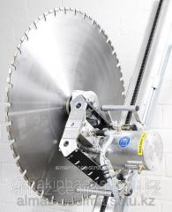 Diamond cutting by disk of steel concrete and