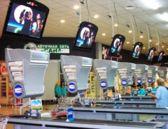 Advertizing on monitors in a retail network