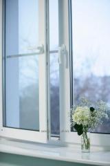 Metal plastik pencereleri tesis etmesi