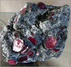 Добыча рубинов, камнецветных минералов