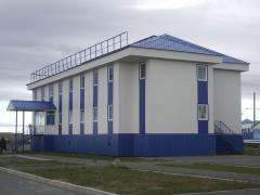 Building of quickly assembled buildings
