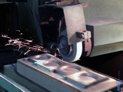 Round grinding of metal products