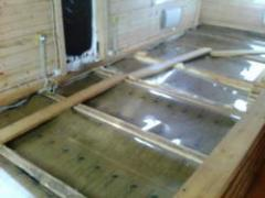 Installation of a heat-insulated infrared floor