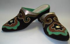 Пошив национальной обуви